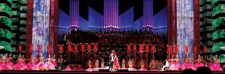 Live-Show von Andrea Bocelli mit Orchester und Chor